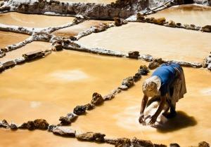 BG-Peruvian-Salt-Artisan